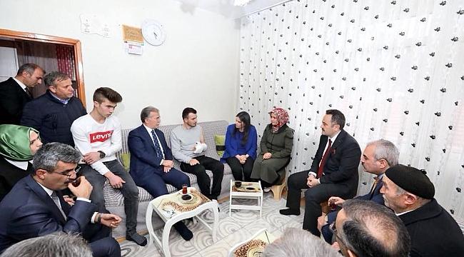 Bakan Sarıeroğlu, Afrin Gazisini Ziyaret Etti