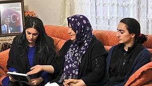 Bakan Sarıeroğlu, Şehit Evini Ziyaret Etti