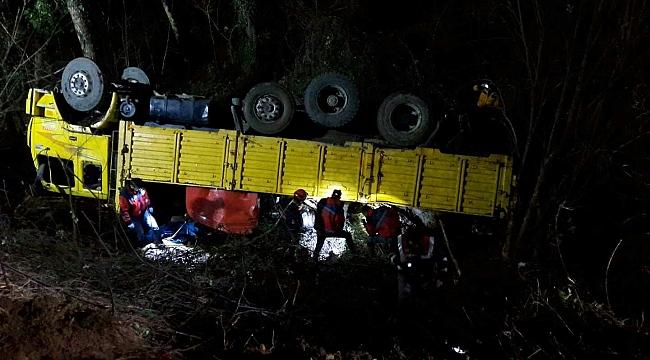 Yenice'de Kamyon Devrildi: 2 Ölü 12 Yaralı