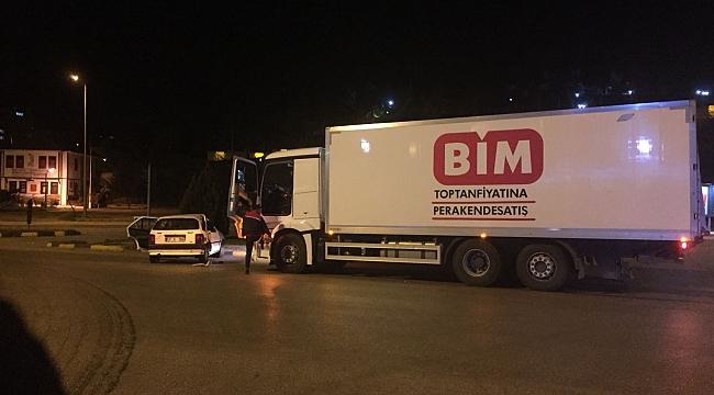 Otomobil ile kamyon kavşakta çarpıştı: 5 yaralı