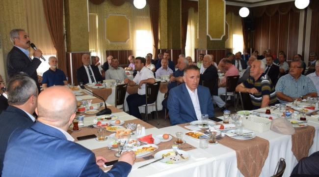 AK Partili Adaylar Muhtarla Bir Araya Geldi