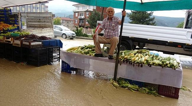 Sağanak ve Dolu Su Baskınlarına Neden Oldu