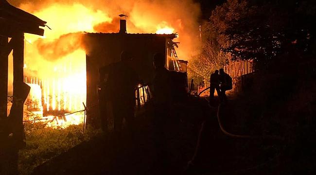 Eskipazar'da ahşap ev yandı