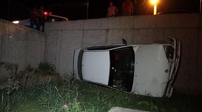 Kaza Yaptığı Otomobili Bırakıp Kaçtı