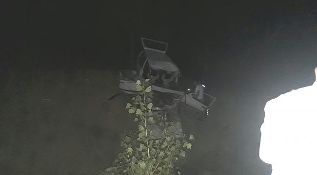 Otomobil Şarampole Uçtu: 1'İ Ağır 2 Yaralı