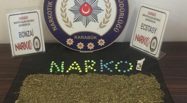 Polisi Görünce Uyuşturucu Maddeyi...