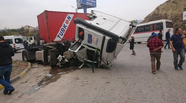 Karabük'te iki TIR çarpıştı: 3 yaralı