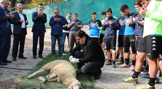 Kardemir Karabükspor antrenman öncesi kurban kesti