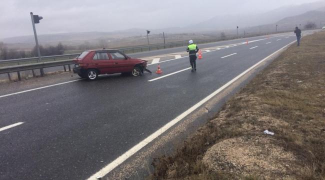Eskipazar'da otomobil bariyerlere çarptı, sürücü ağır yaralandı
