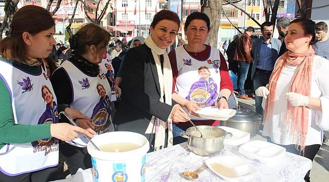 CHP İlçe Teşkilatı tarafından buğday çorbası ve hoşaf dağıtıldı