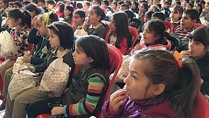 Harmanlar İlkokulunda Miniklerin Sinema Keyfi