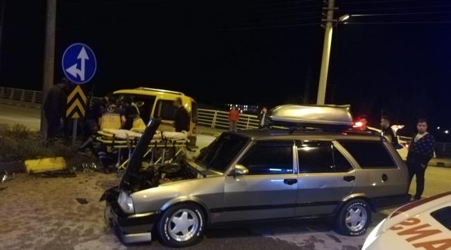 Taksiyle otomobil çarpıştı: 1 Ağır Yaralı