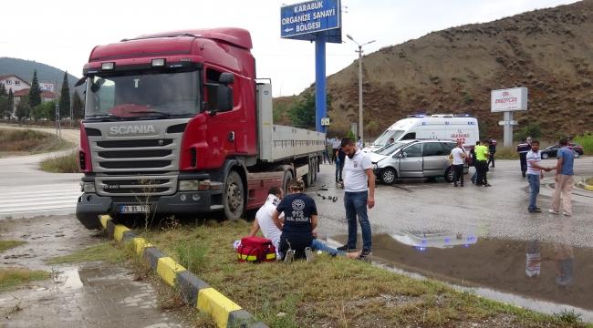 Karabük'te otomobil ile TIR çarpıştı: 8 yaralı