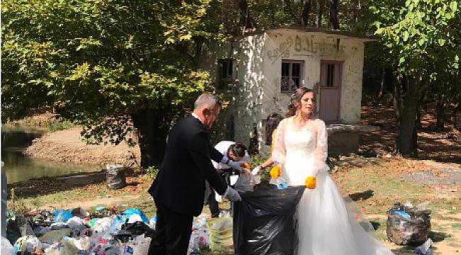 Karabük'te gelinle damat çöp topladı