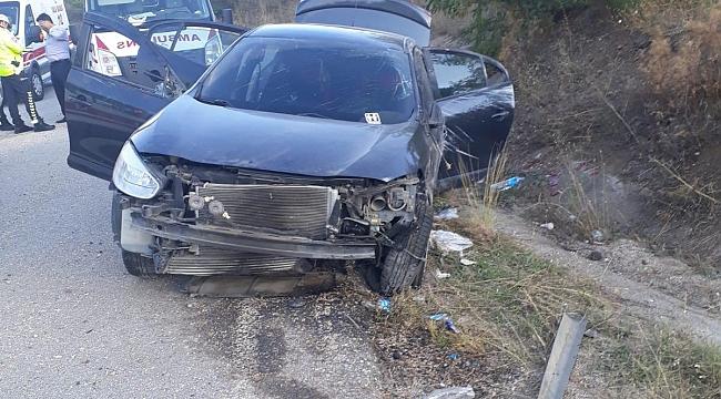 Karabük'te otomobil ineğe çarptı: 8 yaralı