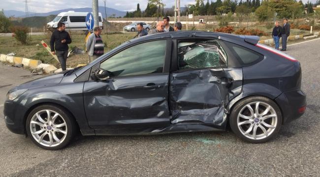 Cenaze yolunda trafik kazası: 4  yaralı