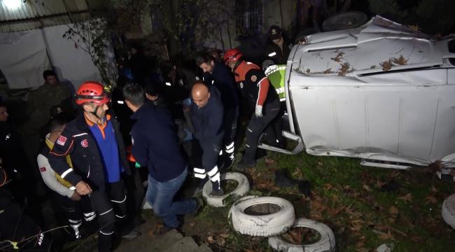 Kamyonet evin bahçesine düştü; 2 yaralı