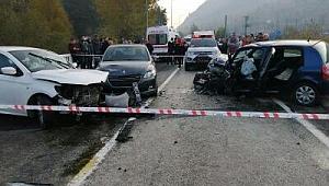Karabük'te 3 araçlı zincirleme kaza: 4 yaralı