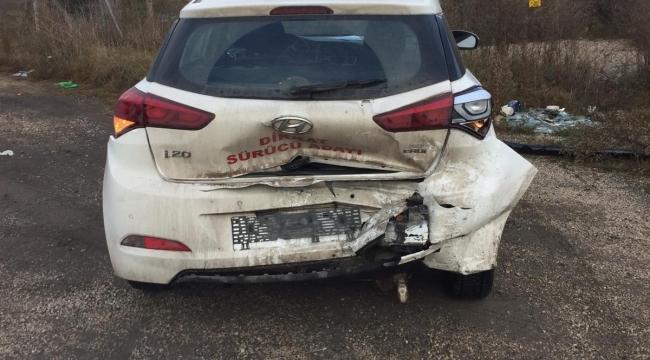 Otomobil Sürücü Kursu Aracına Çarptı: 2 Yaralı