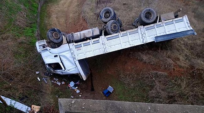 Safranbolu'da kamyon devrildi: 1 ölü