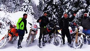 Kar üstünde motosiklet heyecanı