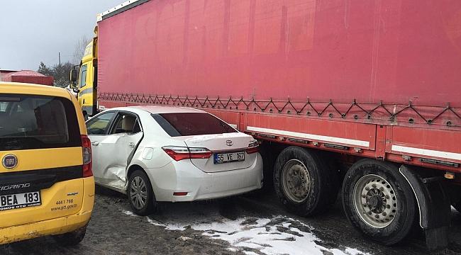 Yağan kar felakete yol açtı! Ulaşıma kapanan yolda büyük kaza!
