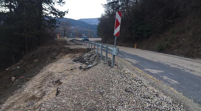 Aşırı yağış nedeniyle yol çöktü