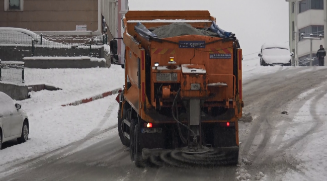 Karabük'te, buz tutan yollarda sürücüler zor anlar yaşadı