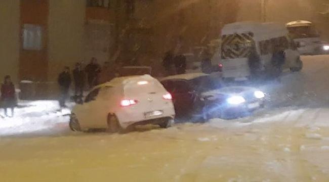Karda kayan araçlar art arda kaza yaptı
