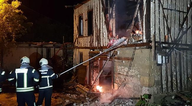 Safranbolu'da Eve Yıldırım Düştü: 3 Büyükbaş Hayvan Telef Oldu
