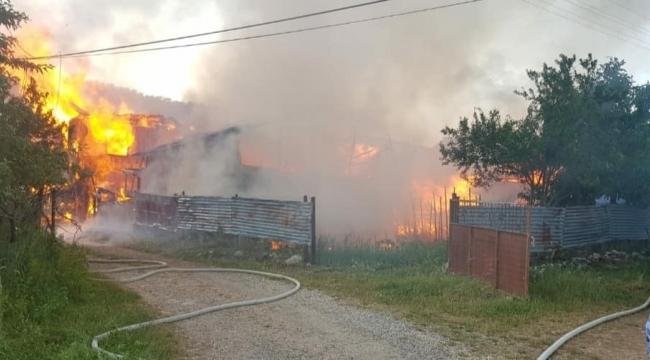 Eskipazar'da 2 ev ve bir traktör yandı