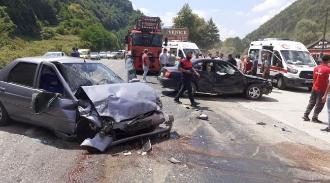 Karabük'te iki otomobil çarpıştı: 6 yaralı