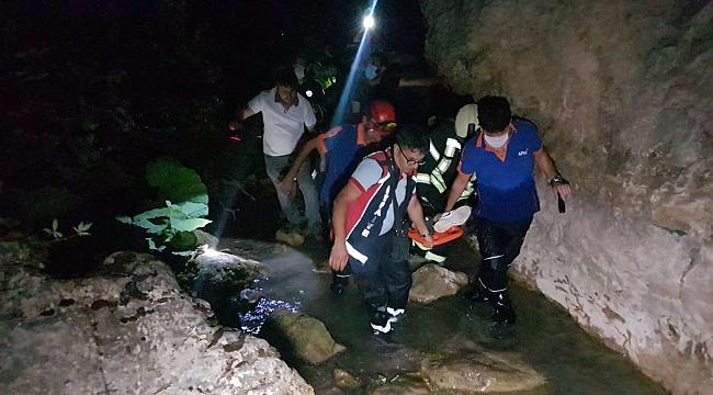 Araç Kanyon'a uçtu: 2 Yaralı