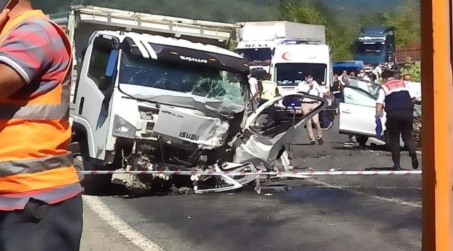 Karabük'te otomobil ile kamyon çarpıştı: 2 ölü, 3 yaralı