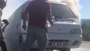 Safranbolu'da 2 araç yandı