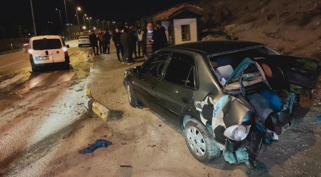 Kavşakta iki otomobil çarpıştı: 6 yaralı