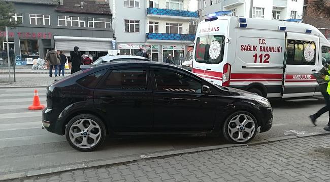 Karabük'te yaya geçidinde 2 kişiye otomobil çarptı