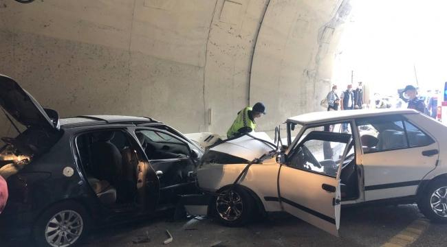 İki otomobil kafa kafaya çarpıştı: 1 ölü 7 yaralı