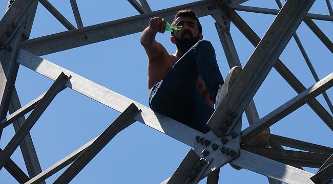 Karabük'te elektrik direğinde intihar girişimi!